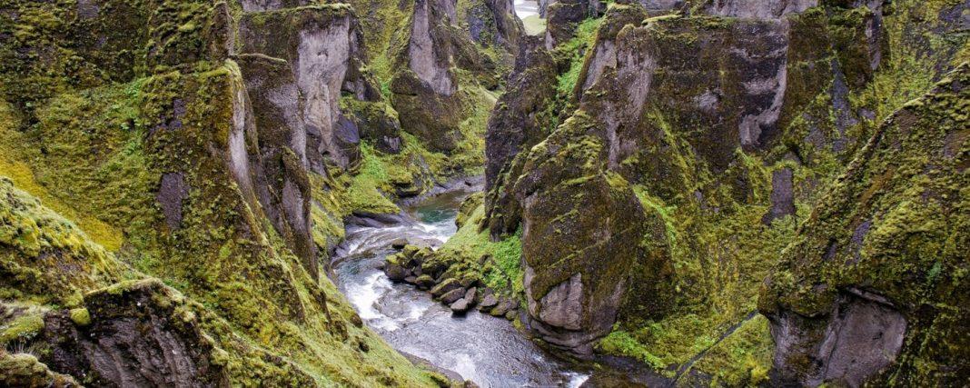 Iceland, Fjaorargljufur, Elevated view of Fjaora river flowing through steep rocky gorge