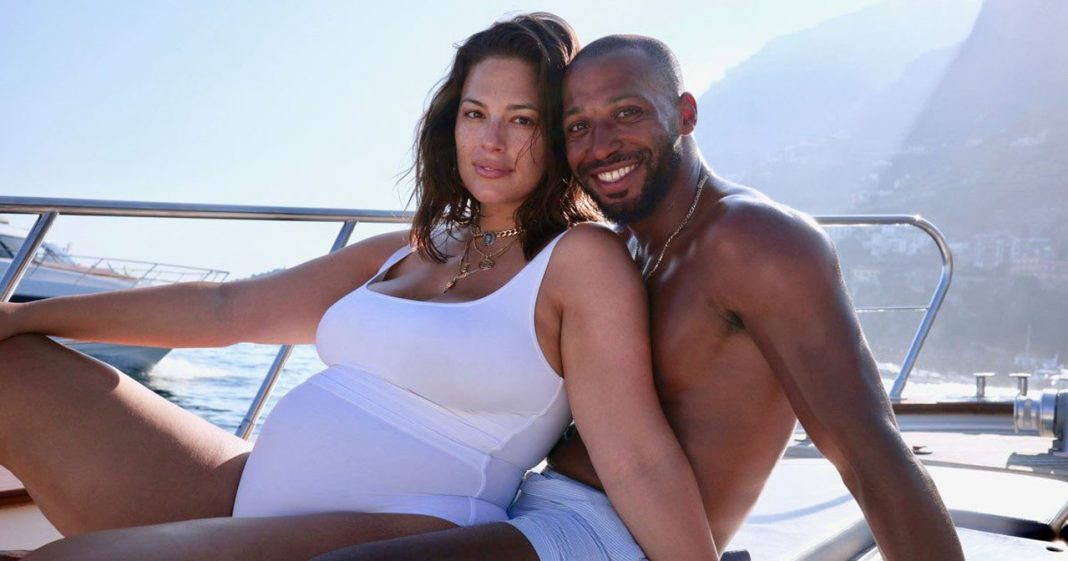 Pregnant Ashley Graham shows off beautiful stretch marks